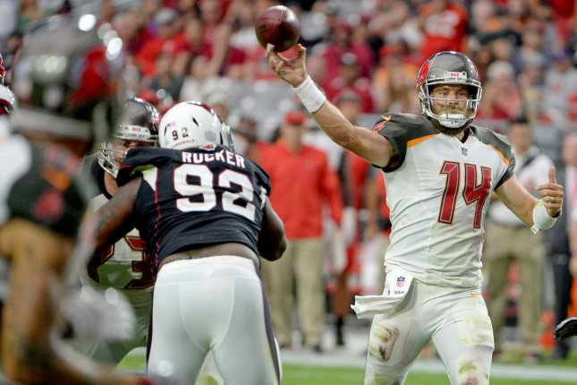 on sale e99af 3d9b3 QB Ryan Fitzpatrick agrees to re-sign with Tampa Bay ...