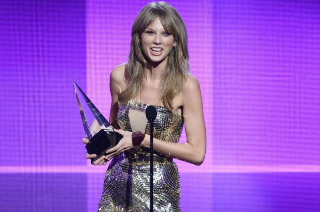 Recording artist Taylor Swift accepts the Artist of the Year award onstage at the 41st annual American Music Awards held at Nokia Theatre L.A. Live in Los Angeles on November 24, 2013. UPI/Jim Ruymen