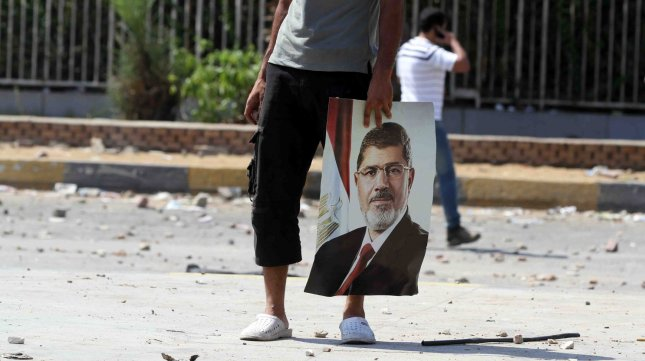 Morsi backers march on intel HQ, interior minister's home, airport