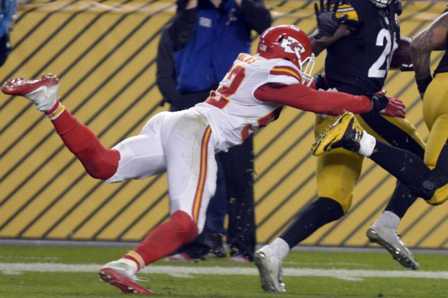 Kansas City Chiefs linebacker Dadi Nicolas (52) tackles Pittsburgh Steelers running back Le'Veon Bell (26) inside the five-yard line in the fourth quarter on October 2, 2016 at Heinz Field in Pittsburgh. File photo by Archie Carpenter/UPI
