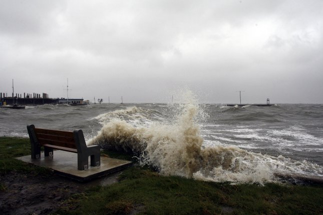 Large waves crash into the Lake Pontchartrain seawall as Hurricane Gustav moved through the New Orleans area September 1, 2008. (UPI Photo/A.J. Sisco)