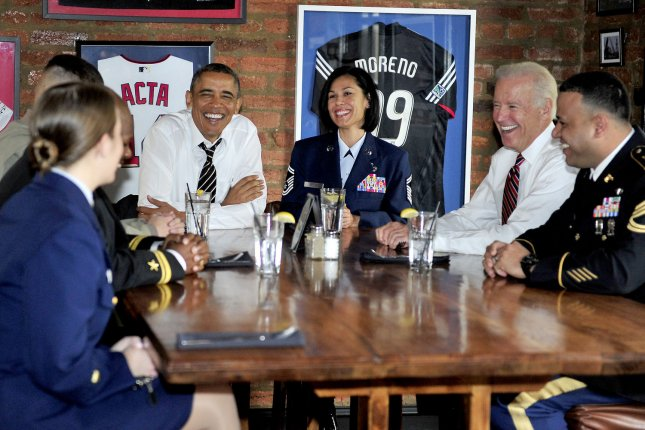 United States President Barack Obama and Vice President Joe Biden have lunch with active duty service members at Molly Malone's on Barack Row in Washington, D.C. on Tuesday, November 12, 2013. UPI/Ron Sachs/Pool