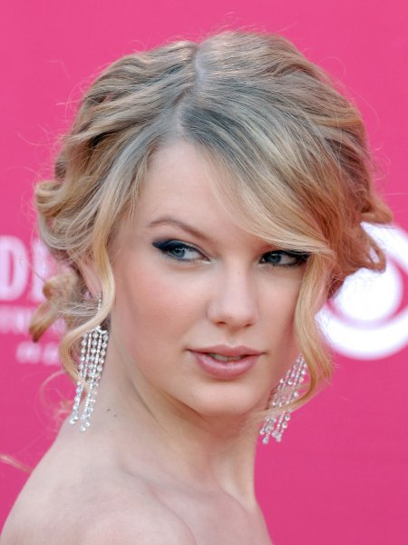 Taylor Swift arrives for the 43rd Academy of Country Music Awards at the MGM Grand in Las Vegas on May 18, 2008. (UPI Photo/Roger L. Wollenberg)
