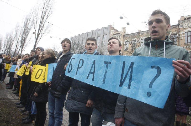 EU sanctions 8 for enforcing Russian law in annexed Crimea
