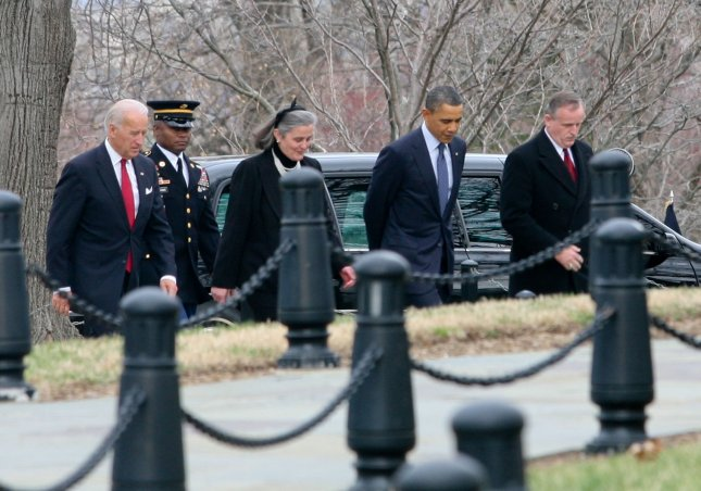 Obama, Biden pay respects to last WWI vet