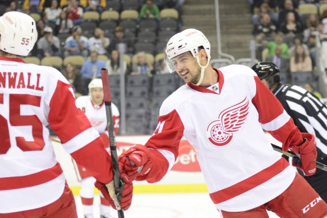 Detroit Red Wings left wing Tomas Tatar (21) celebrates his goal. UPI/Archie Carpenter