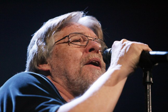 Bob Seger sings with the Silver Bullet Band during the Face the Promise Tour at the Scottrade Center in St. Louis on December 4, 2006. (UPI Photo/Bill Greenblatt)