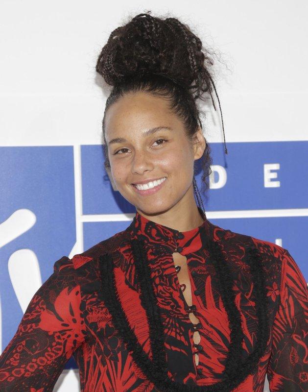 Alicia Keys wears makeup for Allure: 'I get to choose' - UPI com
