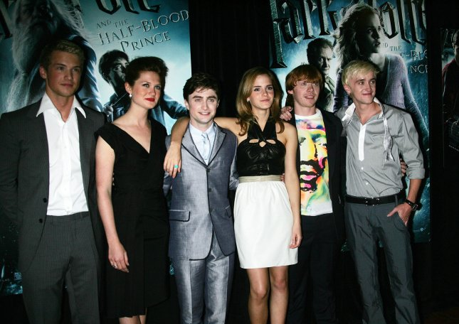 (L-R) Freddie Stroma, Bonnie Wright, Daniel Radcliffe, Emma Watson, Rupert Grint and Tom Felton arrive for the premiere of Harry Potter and the Half-Blood Prince at the Ziegfeld Theatre in New York on July 9, 2009. (UPI Photo/Laura Cavanaugh)