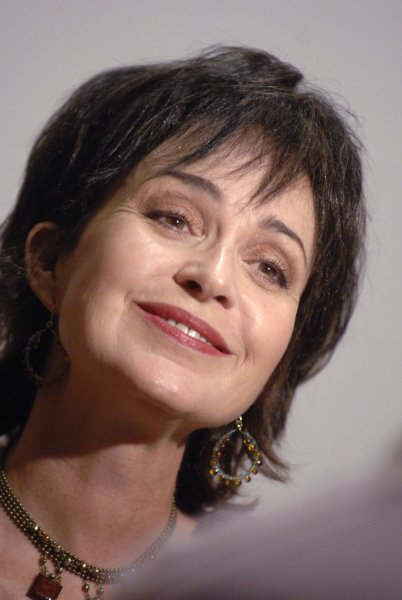 Annie Potts tapped for ABC dramedy pilot 'Murder in ...Annie Potts 2013