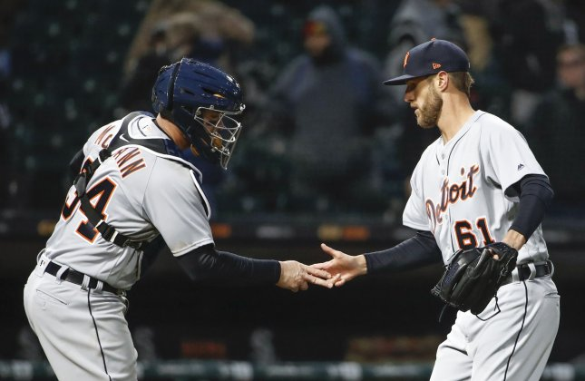 Tigers split doubleheader against Mariners