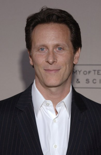 Cast member Steven Weber arrives for 'An Evening With Studio 60 on the Sunset Strip' held at the Academy of Television Arts and Sciences in Los Angeles on September 25, 2006. (UPI Photo/ Phil McCarten)