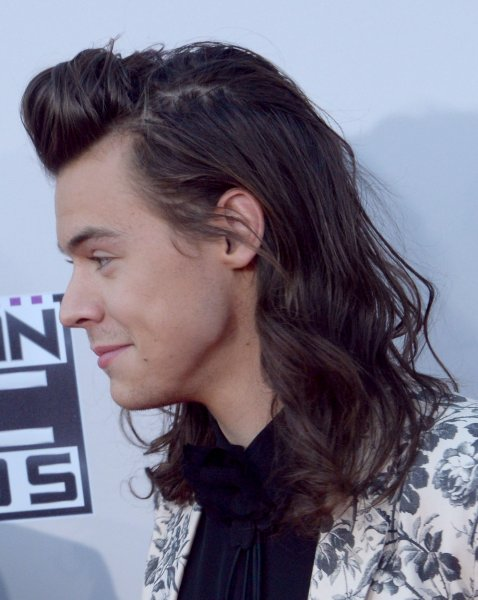 harry styles with hair harry styles chops locks for charity upi 1681