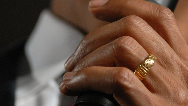 president obamas wedding ring in a 2008 file photo upi photoroger l wollenberg - Obama Wedding Ring