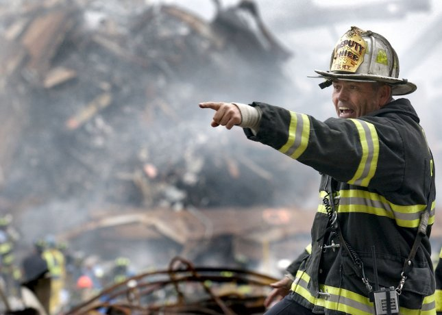 NYX2001091926 - 19 SEPTEMBER 2001 - NEW YORK, NEW YORK, USA: Retired. Fire Chief Joseph Curry barks orders to rescue teams as they clear through debris that was once the World Trade Center. rw/Preston Keres/U. S. Navy. UPI