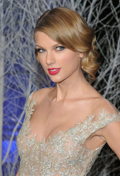 American singer Taylor Swift attends the Centrepoint Winter Whites Gala at Kensington Palace in London on November 26, 2013. UPI/Paul Treadway