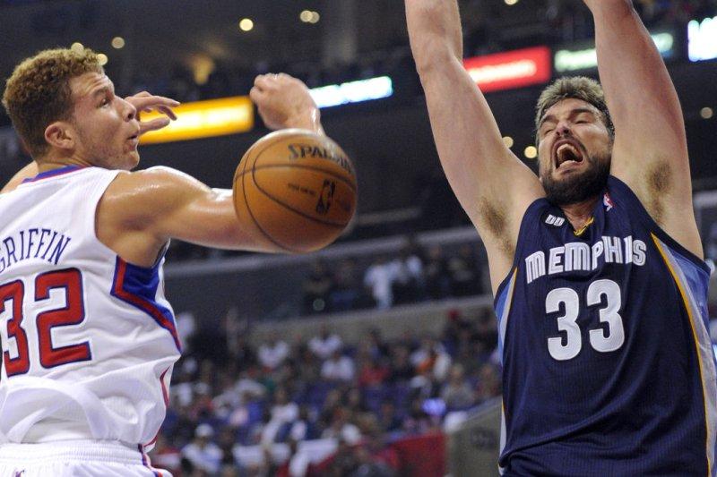 Memphis Grizzlies center Marc Gasol (33) dunks over Los Angeles Clippers power forward Blake Griffin (32). UPI/Lori Shepler