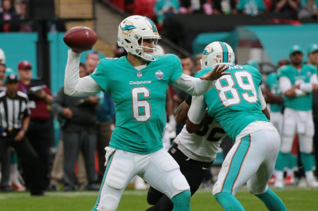 35415592348 Miami Dolphins quarterback Jay Cutler throws the football in the NFL  International Series match against the New Orleans Saints at Wembley  Stadium