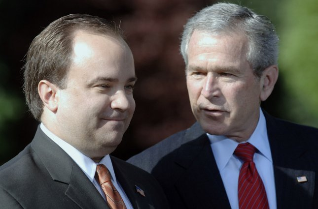 In a forthcoming book, former White House Spokesman Scott McClellan blames President George W. Bush and Vice-President Dick Cheney for misleading the public in the role of White House aides Karl Rove and I. Lewis Scooter Libby in leaking the identity of CIA operative Valeriie Plame, it was revealed on November 21, 2007. McClellan (L) announces his resignation with U.S. President George W. Bush on the South Lawn of The White House in Washington on April 19, 2006. (UPI Photo/Kevin Dietsch/FILES)