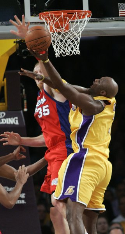 Chris Kaman (35) trys to stop the Lakers' Lamar Odom on Oct. 27, 2009. UPI Photo/Lori Shepler