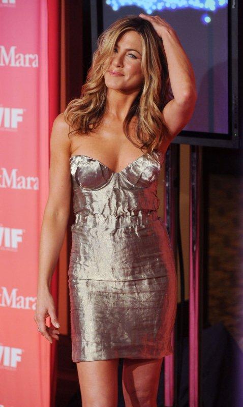 Aniston to play jailbird singer in film