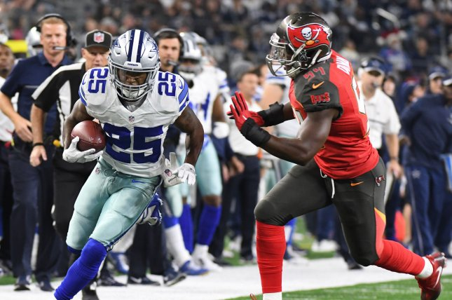 Dallas Cowboys running back Lance Dunbar (25) heads up the sideline with Tampa Bay Buccaneers linebacker Lavonte David closing in during the first half on December 18, 2016 at AT&T Stadium in Arlington, Texas. File photo by Ian Halperin/UPI