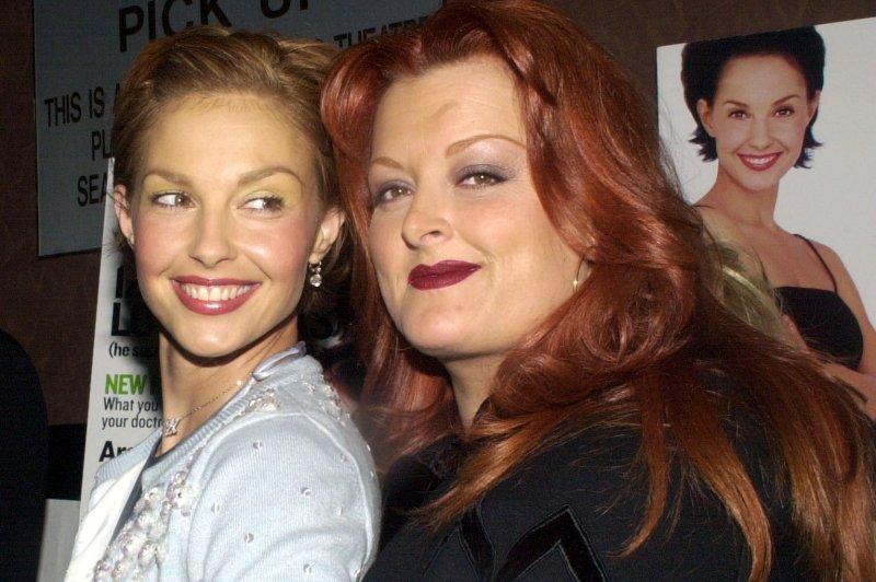 Actress Ashley Judd and her sister Wynonna Judd. mk/ep/Ezio Petersen UPI