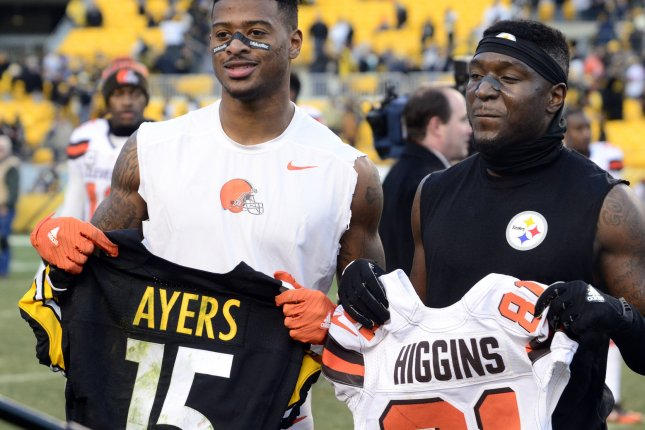 dc2804009 Cleveland Browns wide receiver Rashard Higgins (81) and Pittsburgh Steelers  wide receiver DeMarcus Ayers (15) exchanges jerseys and pose for a photo  after ...