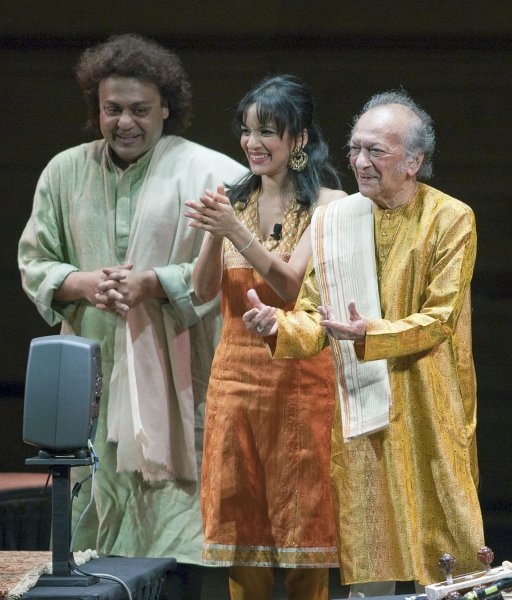 Ravi Shankar (R), 89-years-old thanks the audience with daughter Anoushka, 27-years-old, and Tabla player, Tanmoy Bose (L) during a standing ovation at the finish of a sold out concert at the Orpheum Theater in Vancouver, British Columbia May 16, 2009. Recently completing a Farewell tour of Europe Ravi Shankar joined his daughter and protogee Anoushka for the second half of the concert, four years and a day since their last visit here. (UPI Photo/Heinz Ruckemann)