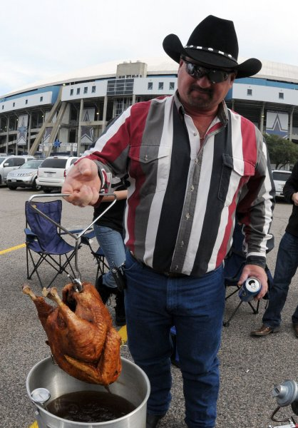 Rowdy Horn checks the turkey he is deep frying for Thanksgiving dinner during pre-game tailgating for the Dallas Cowboys-Seattle Seahawks game November 27, 2008 at Texas Stadium in Irving, Texas. Since 1978 the Cowboys have played every Thanksgiving Day in Texas Stadium but this is the last time they will play there. The team is moving to new stadium after this season. (UPI Photo/Ian Halperin)