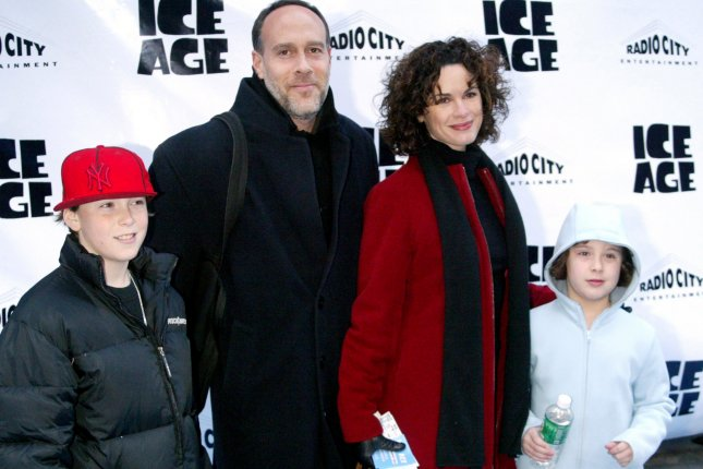 NYP2002031063 - NEW YORK, March 10, (UPI)-- Elizabeth Vargas and family arrive for the Premiere of the movie Ice Age on Sunday, March 10, 2002, at Radio City Music Hall in New York. mk/lc/Laura Cavanaugh UPI..