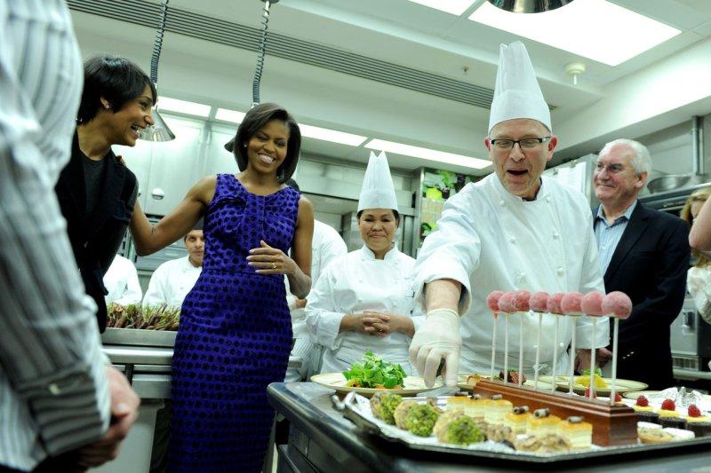 Obama 'cracks' a joke about the White House pie