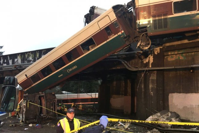 ntsb derailed amtrak train sped at 78 mph no cellphone use
