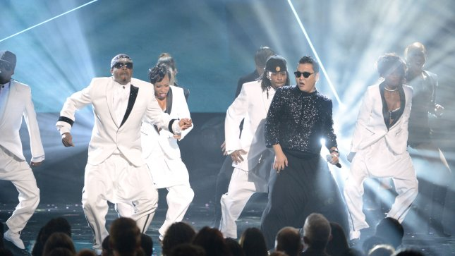 Psy, MC Hammer close AMAs with 'Gangnam Style' mashup [VIDEO