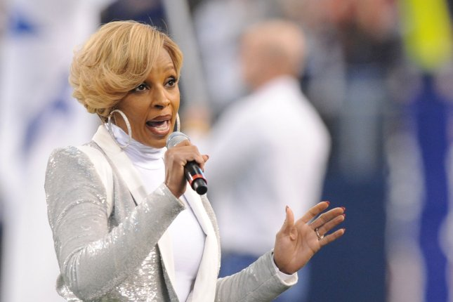 Mary J. Blige performs the National Anthem prior to the Dallas Cowboys and Oakland Raiders game at AT&T Stadium in Arlington, Texas on November 28, 2013. UPI/Ian Halperin