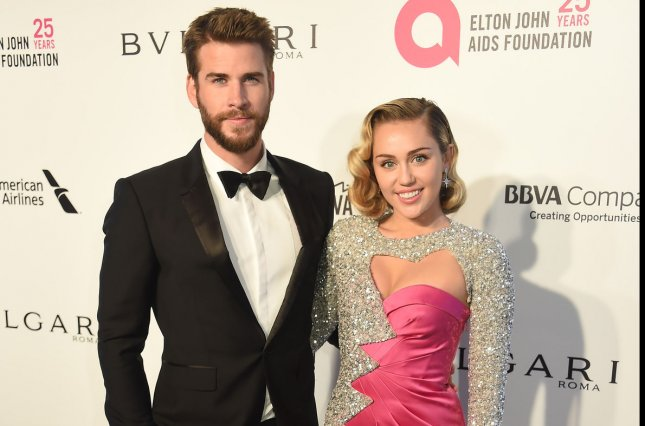 Miley Cyrus Wedding Dress.Look Miley Cyrus Liam Hemsworth Post Photos Video From Wedding
