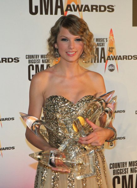 Taylor Swift holds her awards for Best Album, Best Video, Female Vocalist, and Entertainer of the Year at the 43rd Annual Country Music Association Awards in Nashville, Tennessee on November 11, 2009. UPI/Terry Wyatt