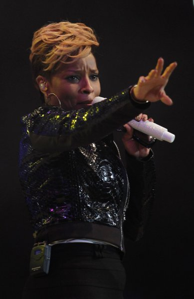Mary J. Blige performs before a sold-out crowd during the 2010 Houston Livestock Show and Rodeo at Reliant Stadium in Houston, Texas on March 5, 2010. UPI/Aaron M. Sprecher