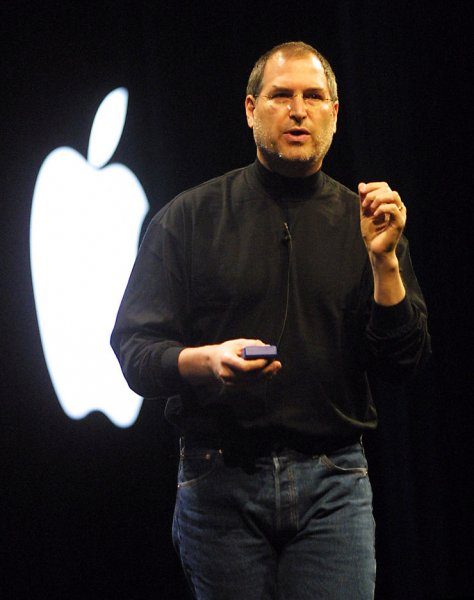 SXP2001010901 - 9 JANUARY 2001 - SAN FRANCISCO, CALIFORNIA, USA: Steve Jobs, CEO of Apple Computer, delivers the keynote address at Macworld Expo January 9, 2001 in San Francicso, California. Jobs unveiled a couple of new applications and a titanium powerbook. rlw/ts/Terry Schmitt UPI