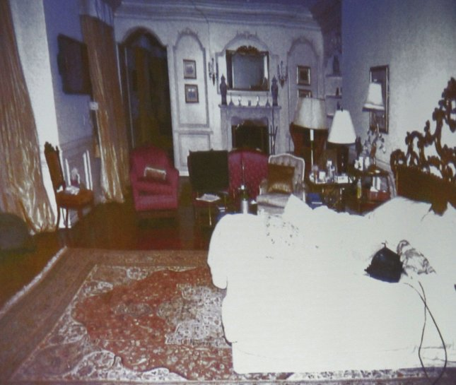 Deputy District. Atty. David Walgren displyed an image of Micheal Jackson's Holmby Hills bedroom while questioning Alberto Alvarez, one of Michael Jackson's security guards in Dr. Conrad Murray's involuntary manslaughter trial in Los Angeles on September 29, 2011. Alvarez was the first staffer to enter the bedroom where Jackson lay lifeless June 25, 2009. He testified that Murray told him Jackson had Òa bad reactionÓ and needed to get to a hospital, but then stopped CPR and directed him to gather up pill bottles. The trial is in its third day. UPI/Al Seib/pool