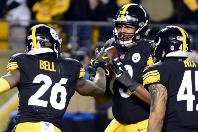 Steelers sign Pouncey and Foster to new deals