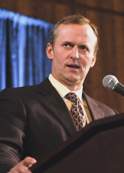 Novelist and attorney John Grisham introduced Lieutenant Governor Timothy Kaine before Kaine's speech to the Democratic Party of Virginia's annual Jefferson Jackson Day gala on Saturday, February 7, 2004, at the Convention Center in Richmond, Virginia..(UPI Photo/David Allio)