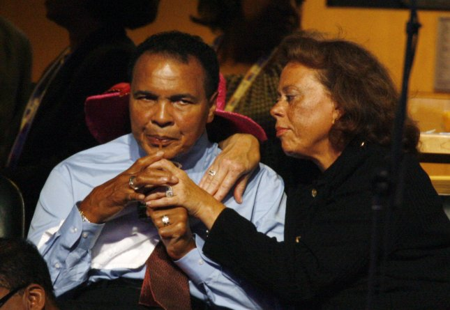 Muhammad Ali (L) and his wife Lonnie (UPI Photo/Gary Caskey)