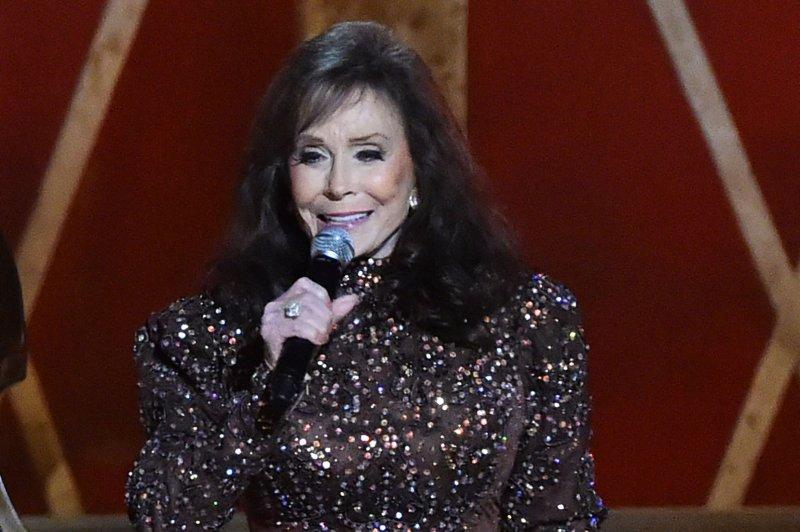 Loretta Lynn recruits Garth Brooks, Luke Bryan for Tennessee benefit concert