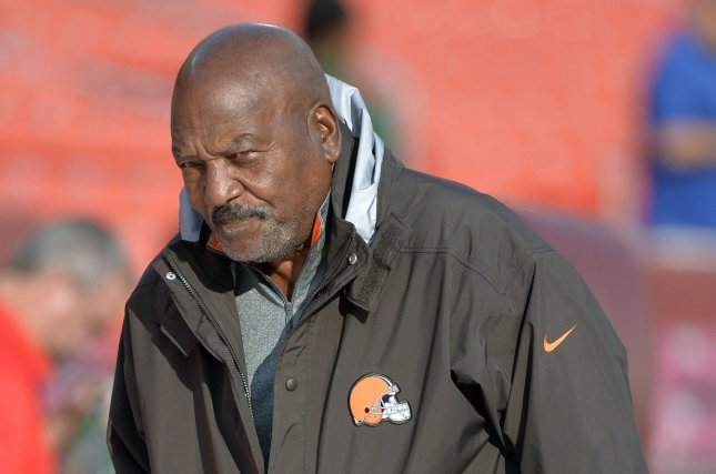 ff485093353 Cleveland Browns fall of famer Jim Brown is seen on the sidelines before  the Browns game against the Washington Redskins at FedEx Field on August  18
