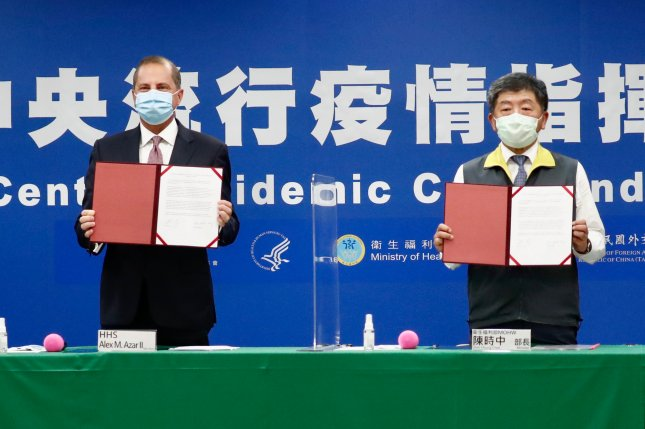 U.S. Secretary of Health and Human Services Alex Azar (L) and his Taiwanese counterpart Chen Shih-chung (R) signed a memorandum of understanding on health cooperation on Monday. Photo by Ritchie B. Tongo/EPA-EFE