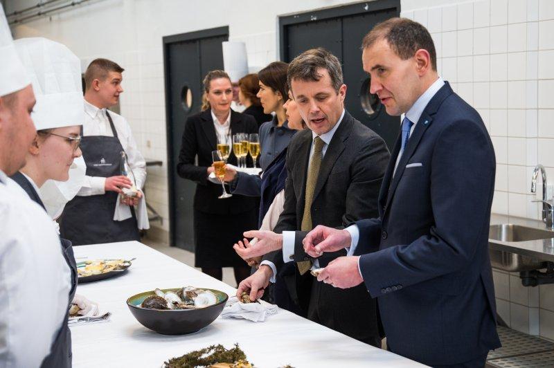 President of Iceland Guðni Thorlacius Jóhannesson (R) visits a culinary school in Copenhagen, Denmark on January 25, 2017. Photo by Martin Sylvest/EPA