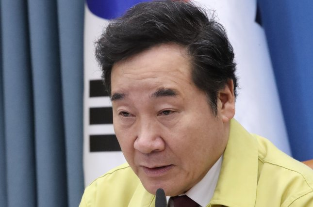 Former Prime Minister Lee Nak-yon emphasized on Wednesday fostering new industries and expanding social safety nets as part of the government's response in the aftermath of the coronavirus pandemic. File Photo by Yonhap/EPA-EFE