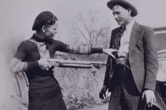 Bonnie Elizabeth Parker (L) and Clyde Chestnut Champion Barrow pose for a picture in 1932. FBI/UPI