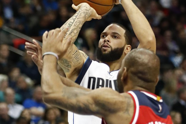 Washington Wizards guard Marcus Thornton (R) tries to block a shot against Dallas Mavericks guard Deron Williams (L) in the first half of the NBA basketball game between the Washington Wizards and the Dallas Mavericks at the American Airlines Center in Dallas, Texas, USA, 03 January 2017. EPA/LARRY W. SMITH